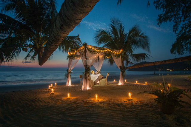 romantic sunset dining at the beach
